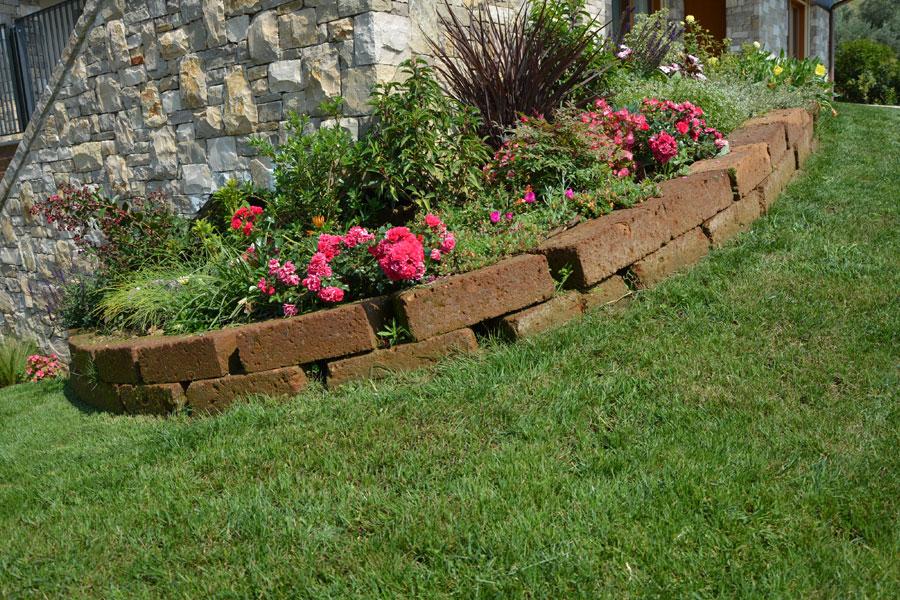 Giardino Mattoni Tufo : Mattoni tufo per giardino. fioriere da esterno tigri cmxxh tufo