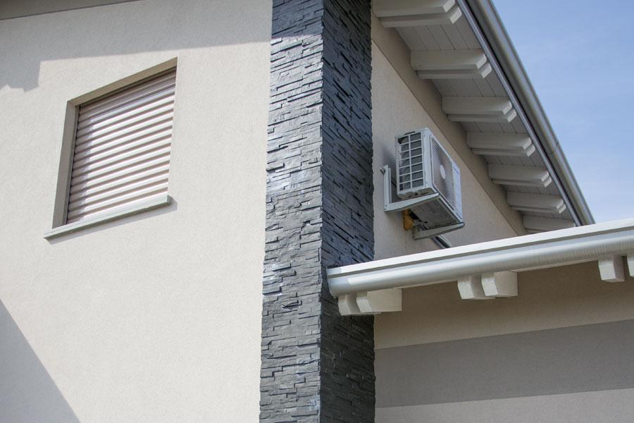 Rivestimento In Pietra Esterno : Rivestimento esterno in pietra di un complesso residenziale