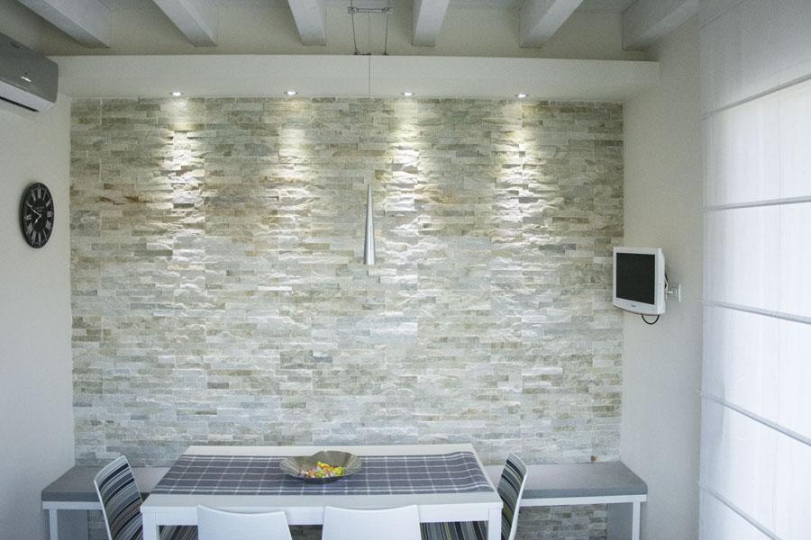 Rivestimento muro interno in pietra di abitazione privata - Rivestimento interno in pietra ...