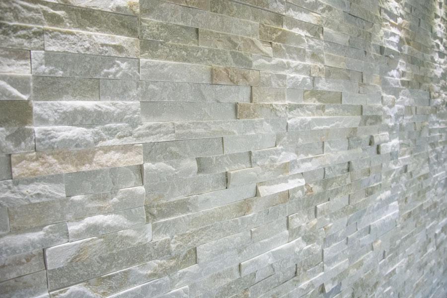 Rivestimento muro interno in pietra di abitazione privata