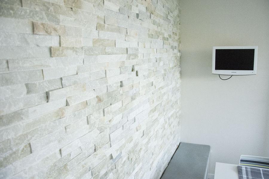 Rivestimento muro interno in pietra di abitazione privata - Rivestimento muro interno ...